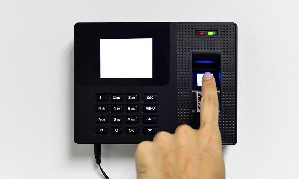 Conheça as vantagens de implementar o registro de ponto eletrônico