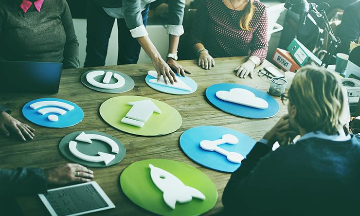 Oito maneiras de ajudar os funcionários a acompanhar a transformação digital