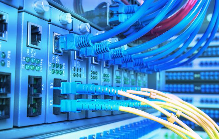 Qual a diferença entre link dedicado e banda larga?